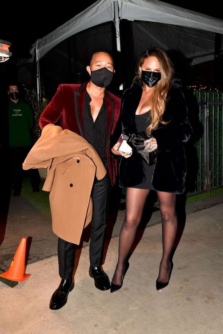 Chrissy Teigen Stepped Out In All Black Outfit For A Night Out In Los Angeles