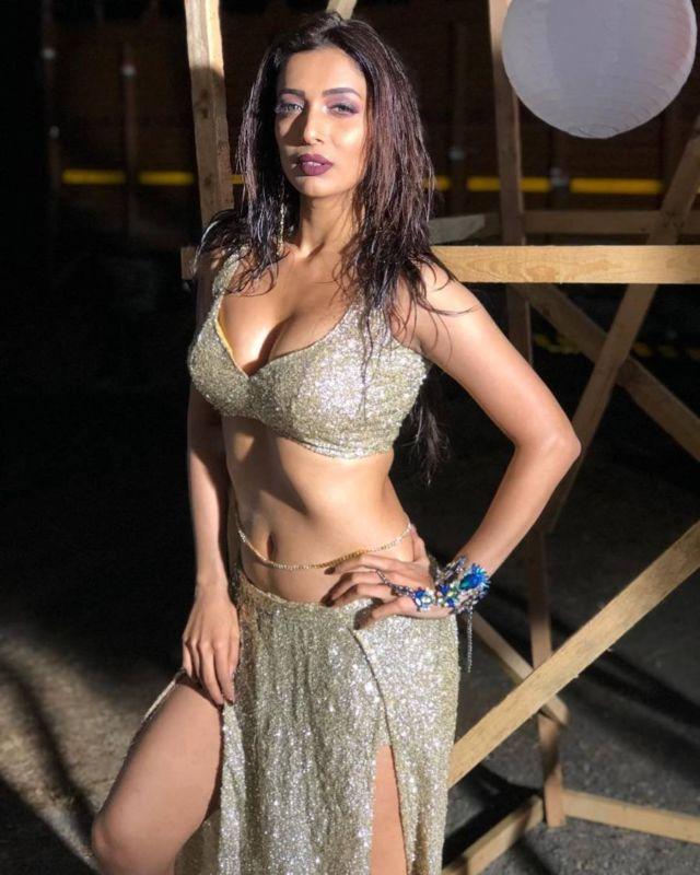 Heena Panchal Is A Tough Competition For Malaika Arora