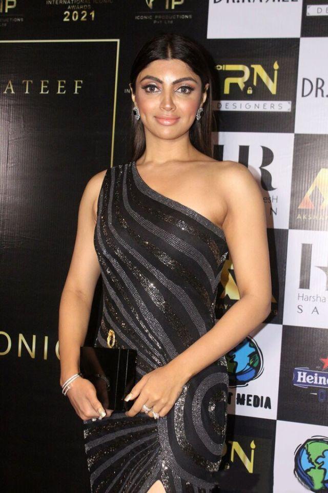 Akanksha Puri Attends The Red Carpet International Iconic Awards