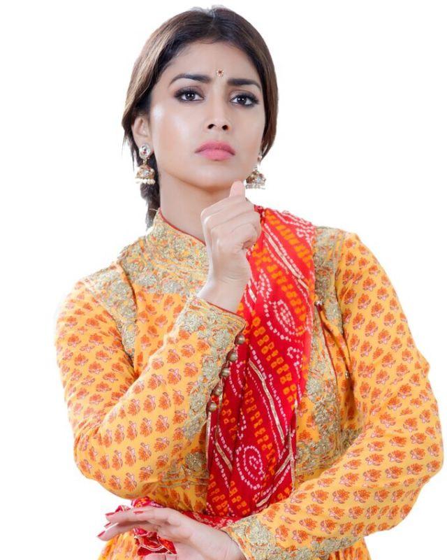 Shriya Saran's Beautiful Dance Photoshoot