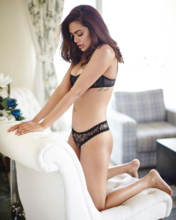 Esha Gupta Sets Temperature Soaring With Lingerie